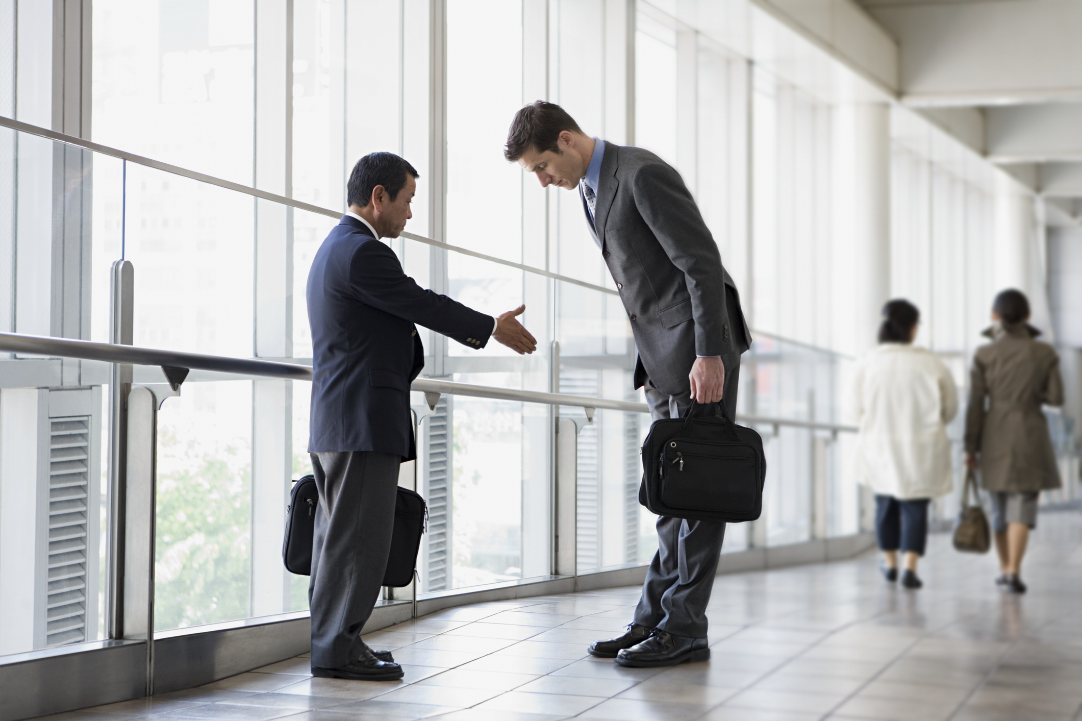 Bow Shake Hands Or Poke Someone In The Eye Japan Intercultural Consulting
